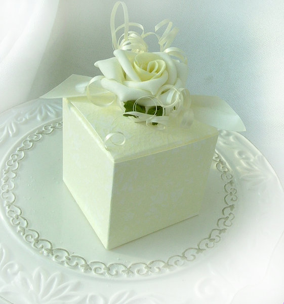 Geschenkkiste / Kästchen hellgelb / Pralinen, Hochzeitsmandeln Gastgestgeschenk
